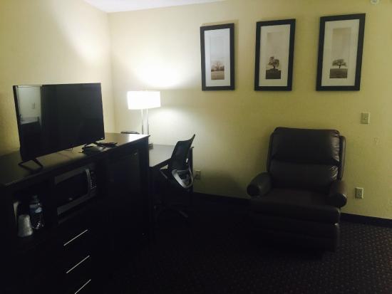AmericInn Lodge & Suites Eagle: King Executive