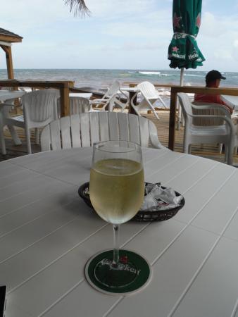 Oyster Pond, St Martin / St Maarten: WINE BY DAWN BEACH