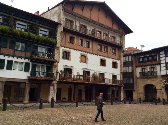 Baskenland, Frankreich: A typical Basque house in the Bilboa Basque region