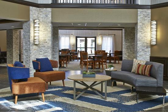 Homewood Suites by Hilton Lincolnshire: The Lobby