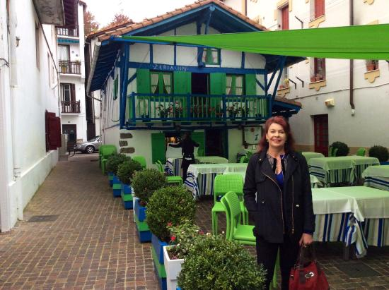 Baskenland, Frankreich: An amazing house/ cafe/bar built in approximately 1375 in Hondarribia