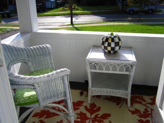 Baldwinsville, estado de Nueva York: Sunporch Suite in Fall