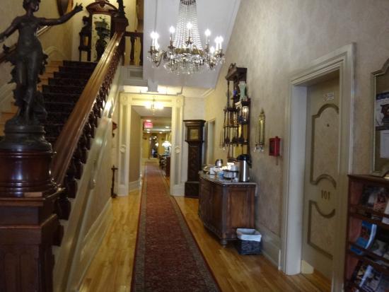 Waverley Inn: Le couloir où on trouve la collation, le café et les tisanes