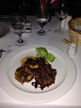 Rhodes Restaurant at Calabash: Filet and pepper pot