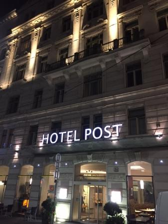 Hotel Post by night