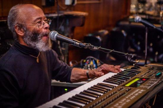 Albies Beef Inn : David T. Smith at the keys.