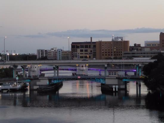Hillsborough River : Bridges at dawn