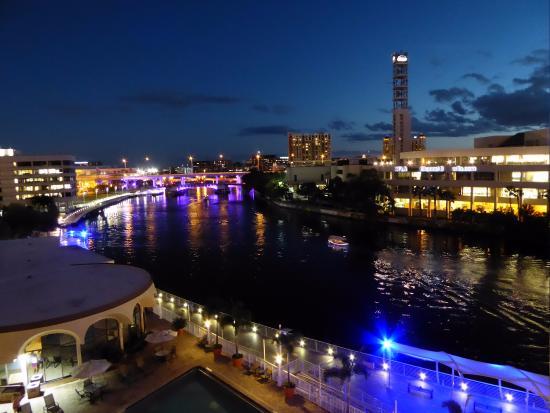 Hillsborough River : Riverwalk at night
