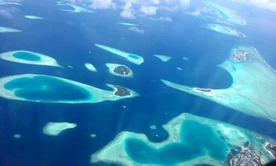 Vihamanafushi: View from plane on arrival