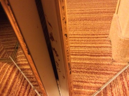 Courtyard Winston-Salem Hanes Mall: In between the closet door