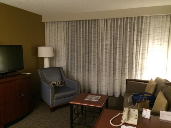 Residence Inn Bethesda Downtown : living