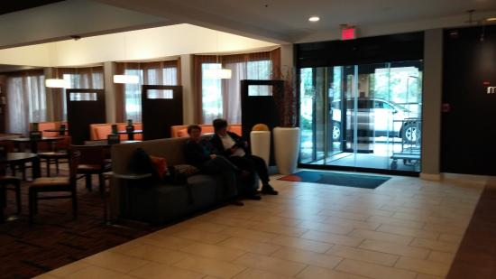 Courtyard Nashville Airport: Lobby entrance