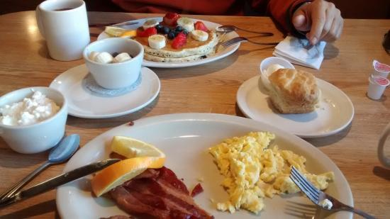 Crestline, CA: Blueberry muffins w/ fresh fruits and eggs w/ bacon and biscuit