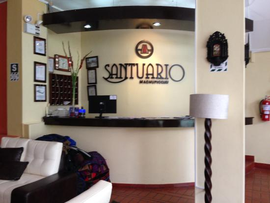 Santuario Hotel: Reception desk