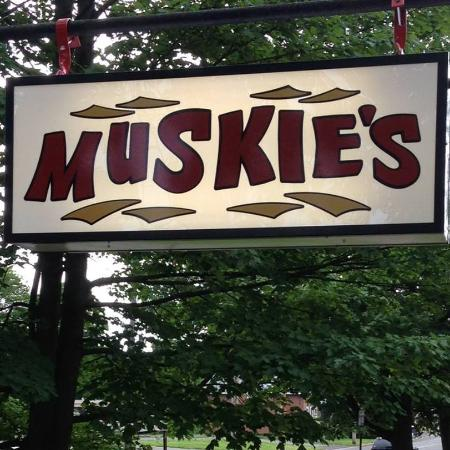Muskies Sports Bar & Grill