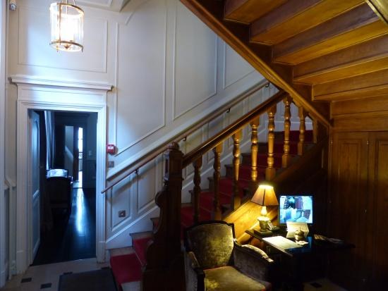 La Cour Berbisey : staircase entry foyer