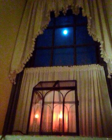 Limestone Inn: The Harvest/Blood Moon from our Center Room Window on Level 3