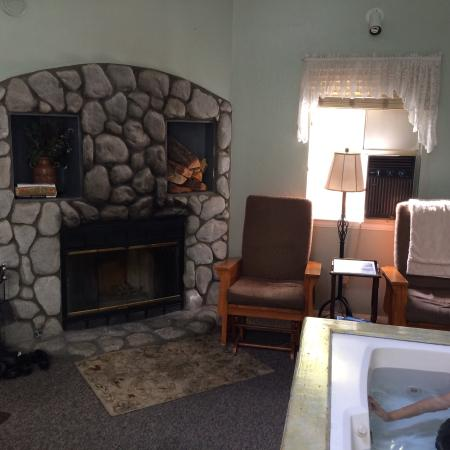 Pine Knot Guest Ranch Awesome Living Room With Wood Burning Gas Fireplace And Hot