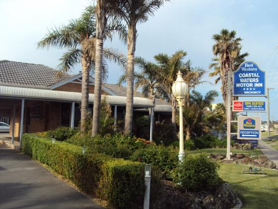 Best Western Coastal Waters Motor Inn: Street aspect