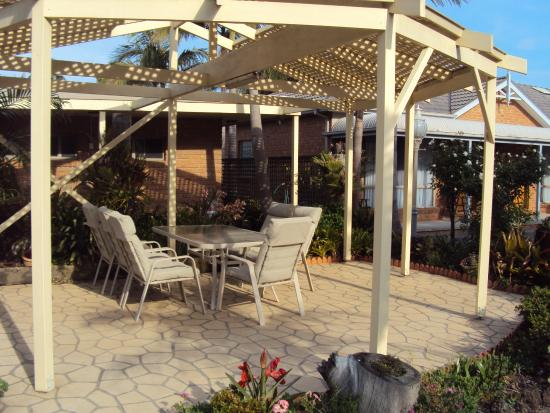 Best Western Coastal Waters Motor Inn: Barbecue area