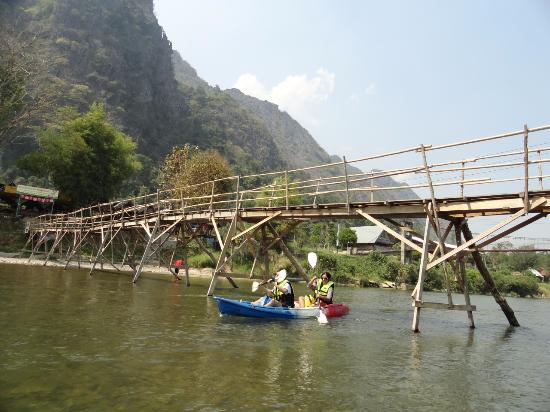 Viva Vang Vieng: พายเรือคายัค ที่ลำน้ำซอง