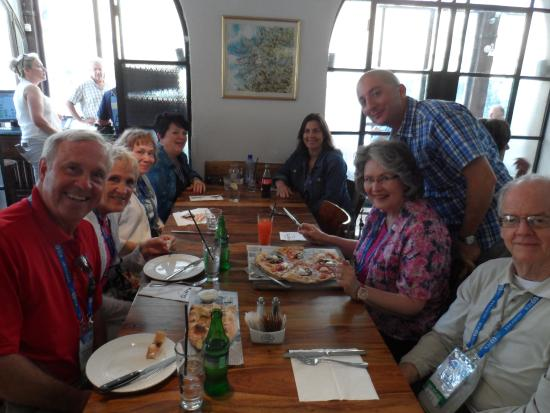 Karma israel: Smiling friends with great food