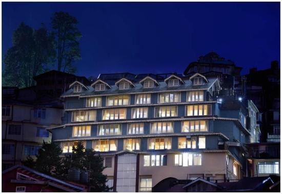 Summit Yashshree Suites and Spa: Exterior Night View
