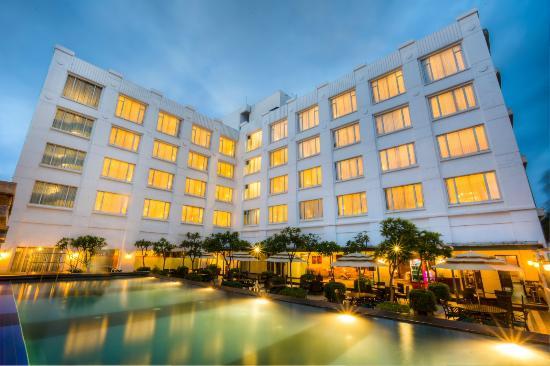 Radha Regent Bengaluru Hotel Reviews Photos Rate Comparison - Bangalore-taj-hotels-the-happening-landmark-of-the-city
