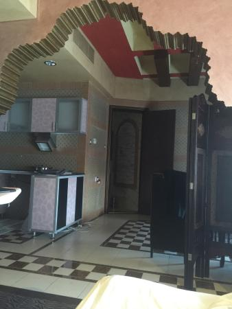 Roomi Suites Hotel