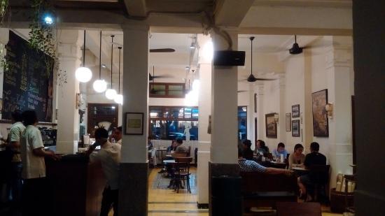 7 Rekomendasi Tempat Nongkrong Enak di Jakarta Pusat 3