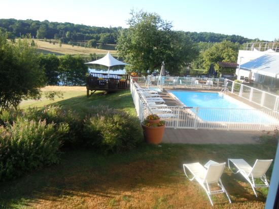 Novotel Limoges Le Lac: Vue piscine