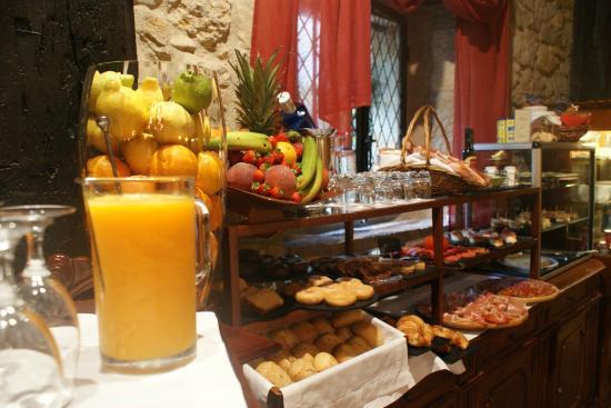 Desayuno en jard n picture of hotel casa del marques for Casa jardin buffet