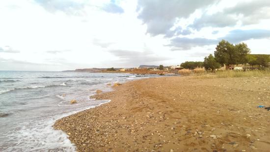Akti Rooms: Море и пляж у отеля