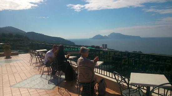 Hotel Villa Pina: Enjoying a bite to eat and café on the terrace, unbelievable views