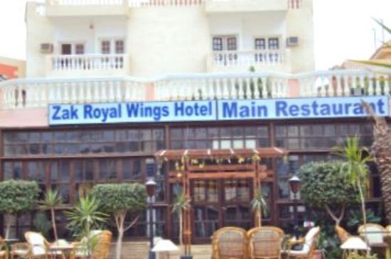 Zak Royal Wings Hotel: Снаружи
