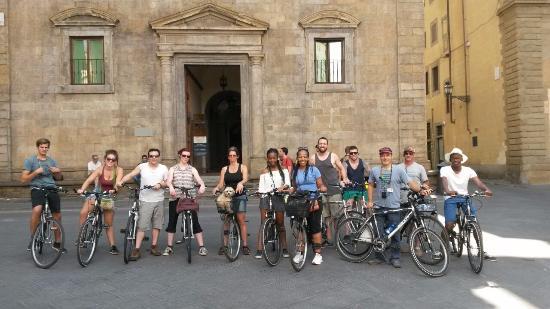 Tour in Florence: Bike Tour near Santa Trinita