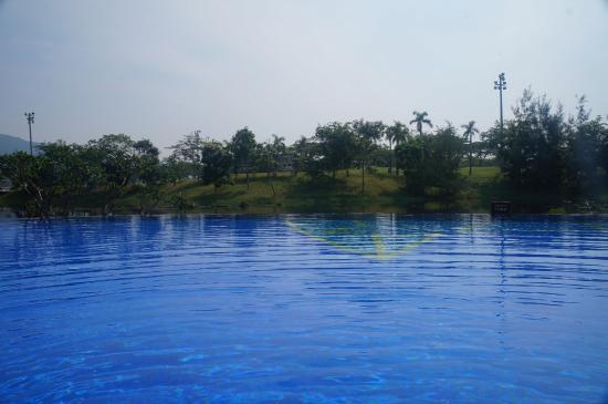 Grand Metropark Resort Hotel: 无边泳池