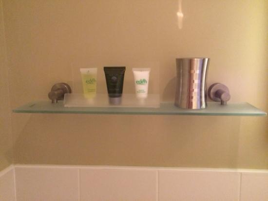 Cartref Guest House: Shower products