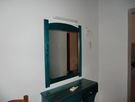 Spiegel im Schlafzimmer - Bild von Aglaia Apartment-Hotel, Kalamaki ...