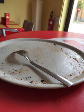 Donna Rosa pizzeria cucina carni alla griglia panini: Pizza Veramente Buona fatta da veri napolitani gente che ne capisce . Dal piatto vuoto si capisc