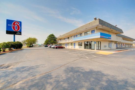 Motel 6 Wichita East: Exterior