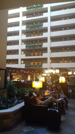 Embassy Suites by Hilton Dallas DFW Airport North: Inside Atrium area