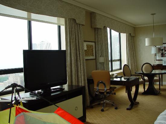 The Ritz-Carlton, Chicago: Corner Suite