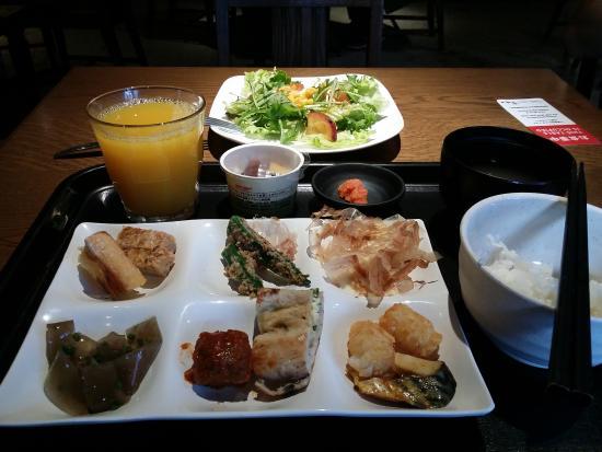 https://media-cdn.tripadvisor.com/media/photo-s/09/57/a3/23/hakata-green-hotel-1.jpg