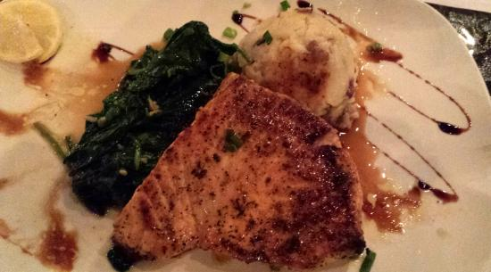 Big Fish Restaurant & Bar: Beautiful & delicious bronzed swordfish