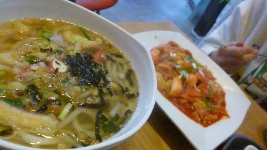 Kimbab Cheonguk Gwangan Main Store: うどんとラッポッキ