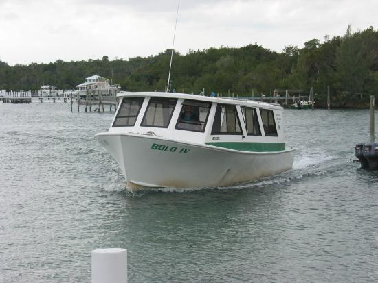 Treasure Cay, Great Abaco Island: Ferry arriving at GT Club, White Sound.