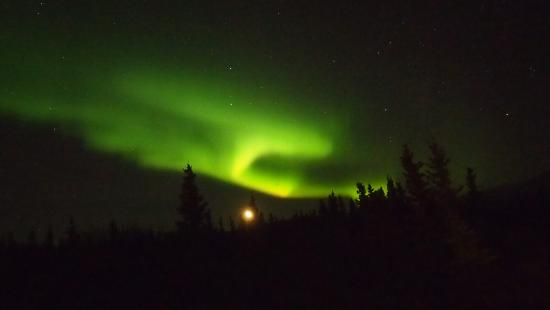 Denali Lakeview Inn: Aurora Borealis at the lakeside