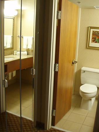 DoubleTree by Hilton Grand Junction: Bathroom 504