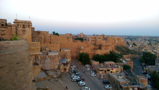 Hotel Garh Jaisal Haveli: the city and the palace